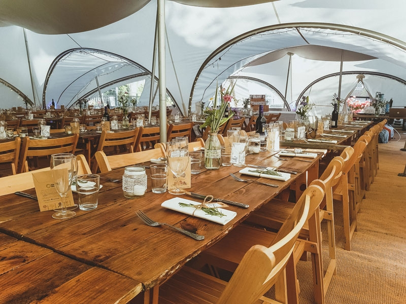 Rustic_Tables_Wedding_Folding_Chairs